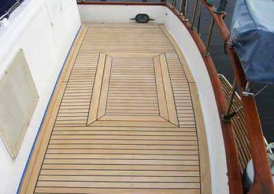 Universal 41 - replacement of teak deck