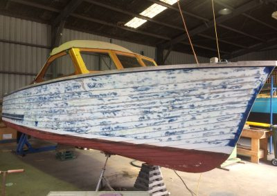 'B. Bommel' Classic Powerboat repaint - sand/strip off old paint